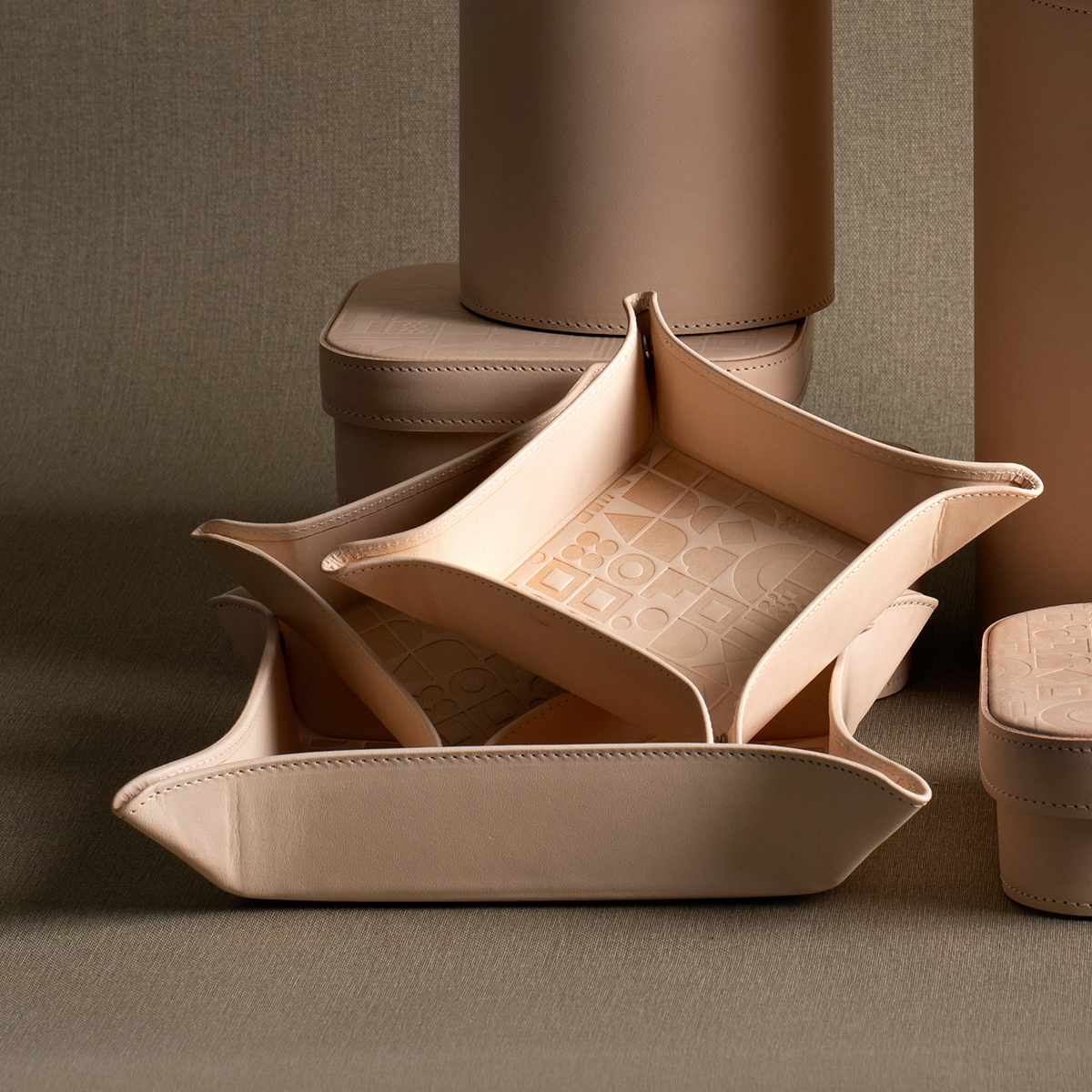 palmgrens-embossed-trays-natural-1200
